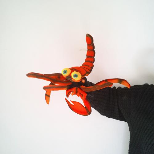 Títere de guante escorpión